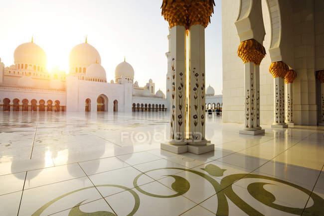 Abu Dhabi, Vae - 5. Oktober 2016: Scheich-Zayid-Moschee in Abu Dhabi — Stockfoto