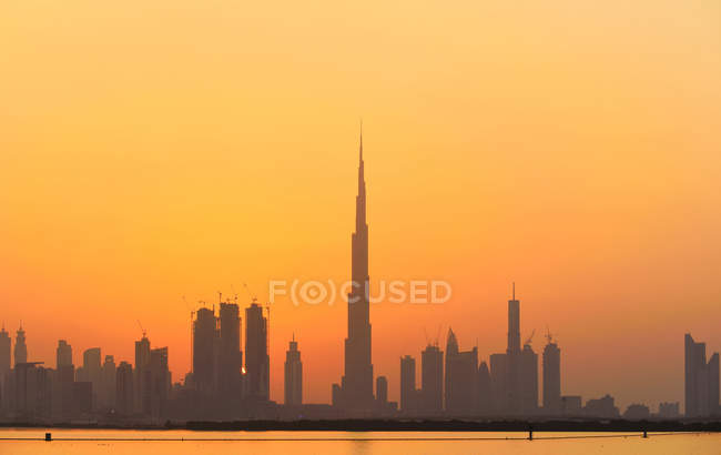 Silhouette of amazing Dubai city skyline at sunset — стоковое фото