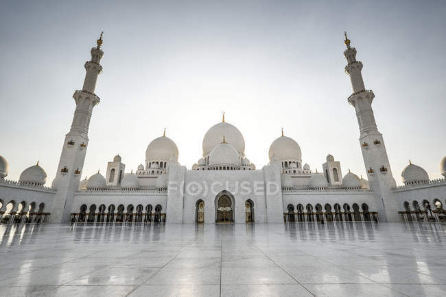 Abu Dhabi, UAE - October 5, 2016: Sheikh Zayed Grand Mosque in Abu Dhabi, UAE — Foto stock