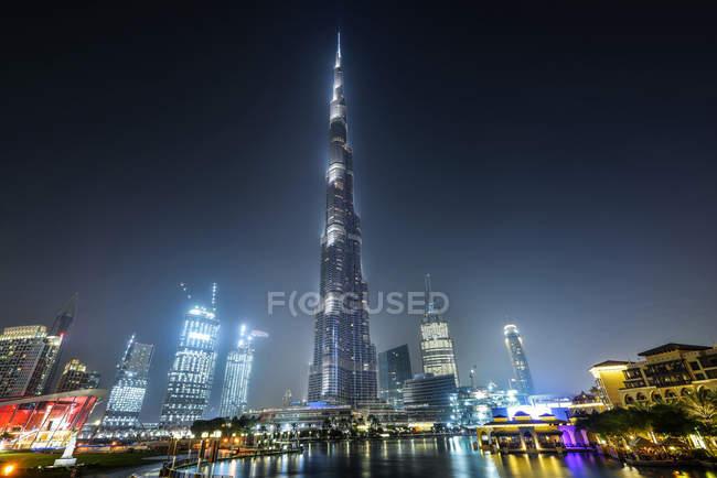 DUBAI, UNITED ARAB EMIRATES - Oct 7, 2016: Famous Burj Khalifa tower at night. — Stock Photo