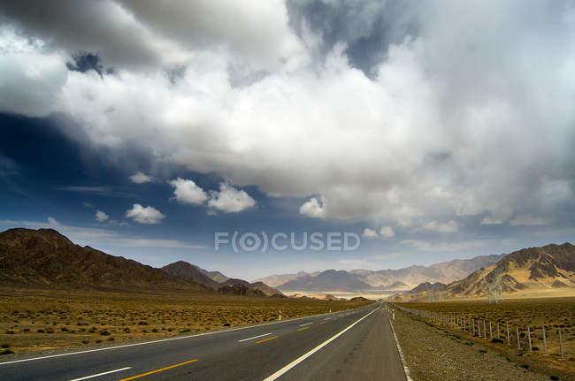 Road and Gannan grassland scenery in Gansu province, China — Stock Photo