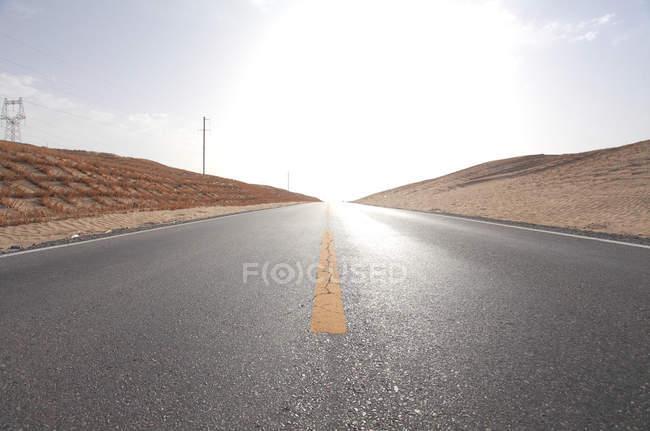 Xinjiang desert highway in desert at sunny day — Stock Photo