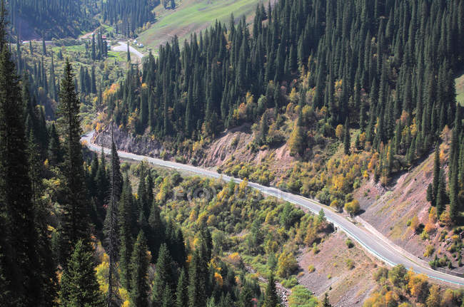 Empty highway and scenic mountain landscape in xinjiang, china — Stock Photo