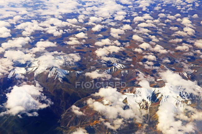 Amazing landscape with scenic tianshan mountains, Xinjiang, China — Stock Photo