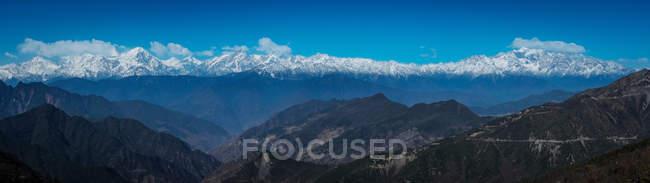 Paysages de montagne étonnants dans le comté de Sichuan yaan Xing, Chine — Photo de stock
