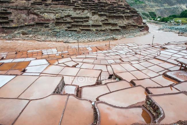 Rivière mekong et puits de saumure au Tibet mangkang comté — Photo de stock
