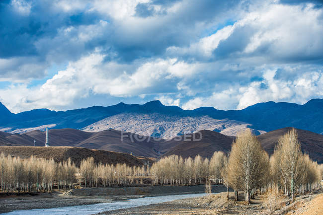 Amazing mountain landscape at Sichuan province ganzizhou daocheng — Stock Photo