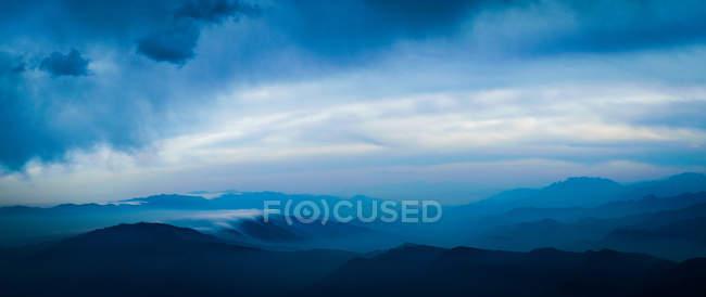 Stupefacente scenario di montagna nella contea di Sichuan Yaan Xing, Cina — Foto stock