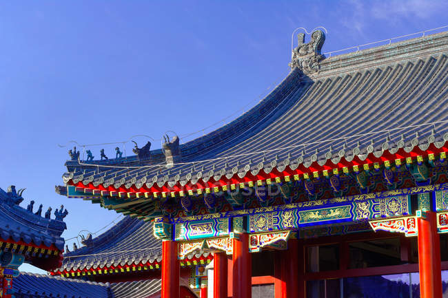 Amazing ancient architecture with Courtyard Dwellings against blue sky — Stock Photo