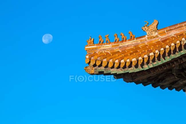 Tombeau Qing oriental contre ciel bleu, Zunhua, Hebei, Chine — Photo de stock