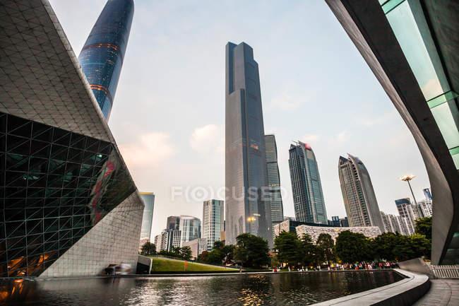 Arquitetura urbana da cidade de Guangzhou, província de Guangdong, China — Fotografia de Stock
