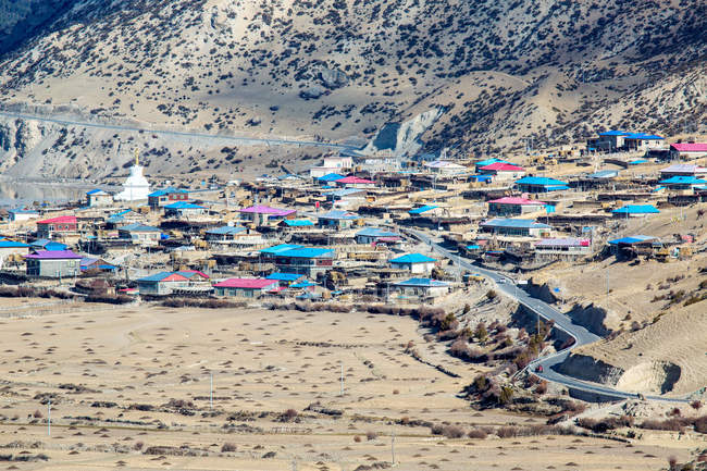 High angle view of houses near road and mountain slope at Tibet — Stock Photo