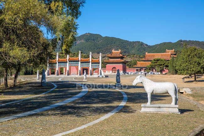Ancient Eastern Qing tombs and beautiful mountains, Zunhua, Hebei, China — Stock Photo