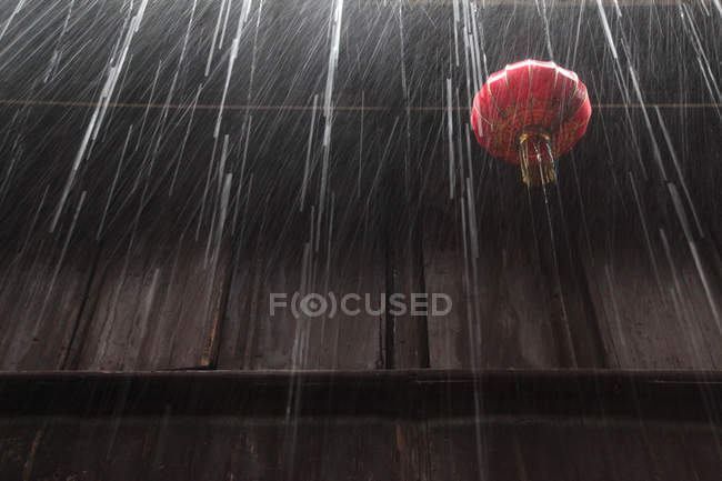 Low angle view of red chinese lantern, wooden wall and rain, Zhouzhuang, Kunshan, Jiangsu, China — Stock Photo