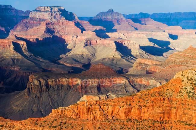 Beau paysage avec des montagnes rocheuses dans le Grand Canyon du Colorado — Photo de stock
