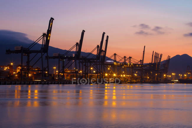 Industrial equipment in harbor at sunset, Shenzhen, China — Stock Photo