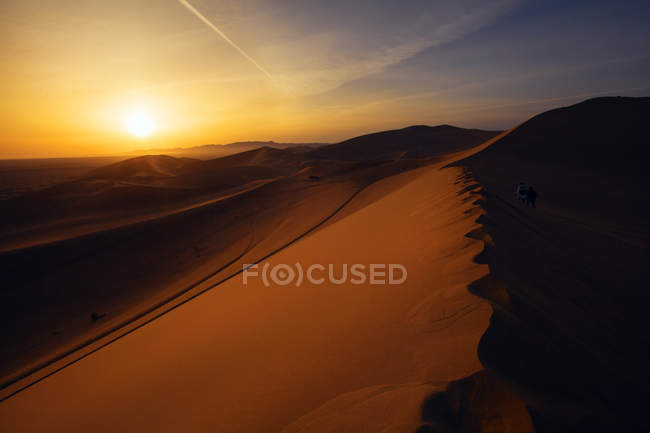 Beautiful Dunhuang desert at sunrise, Gansu — Stock Photo