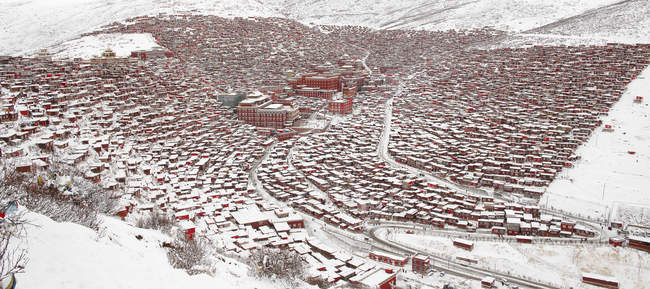 Wuming Buddhist College in snow of Seda County, Sichuan province, China — Foto stock