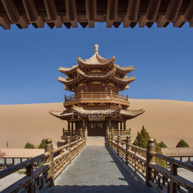 Beautiful ancient architecture in oasis at Dunhuang desert, Gansu — стокове фото