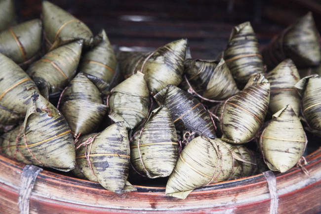 Close-up view of ingredients for traditional Chinese wrapped zongzi — Stock Photo
