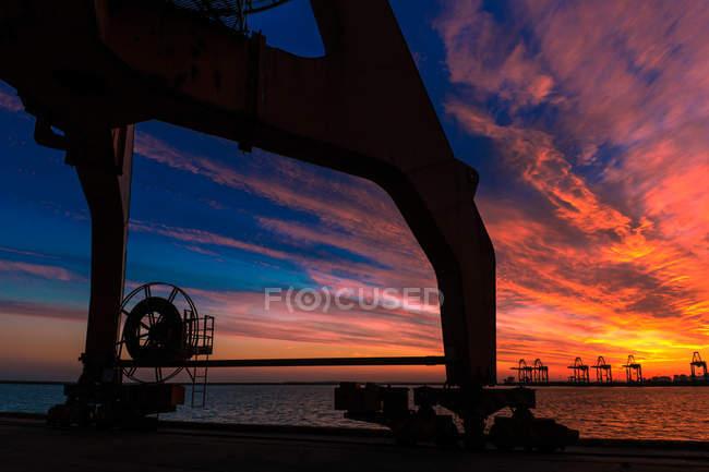 Port industriel au coucher du soleil, Qinhuangdao, Hebei, Chine — Photo de stock