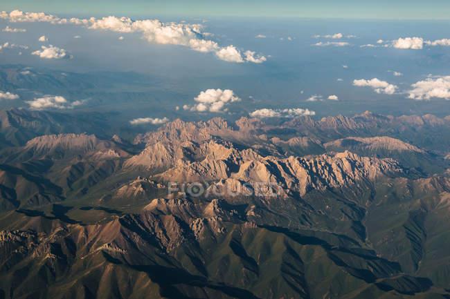 Vista aérea de hermosas montañas, China Hexi Corredor - foto de stock