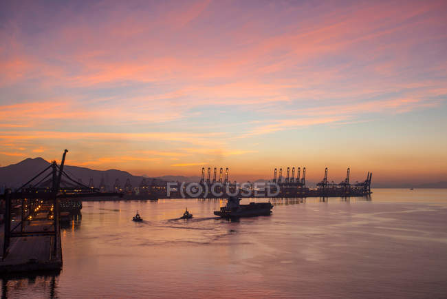 High angle view of industrial equipment and ships in harbor at sunset, Shenzhen, China — Stock Photo
