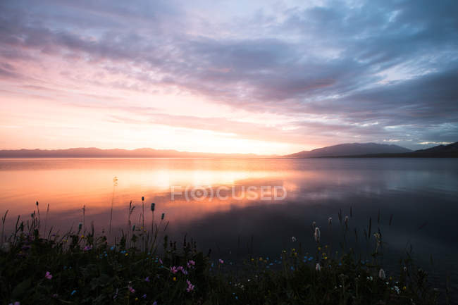 Beau paysage avec le lac Sayram, Xinjiang, Chine — Photo de stock