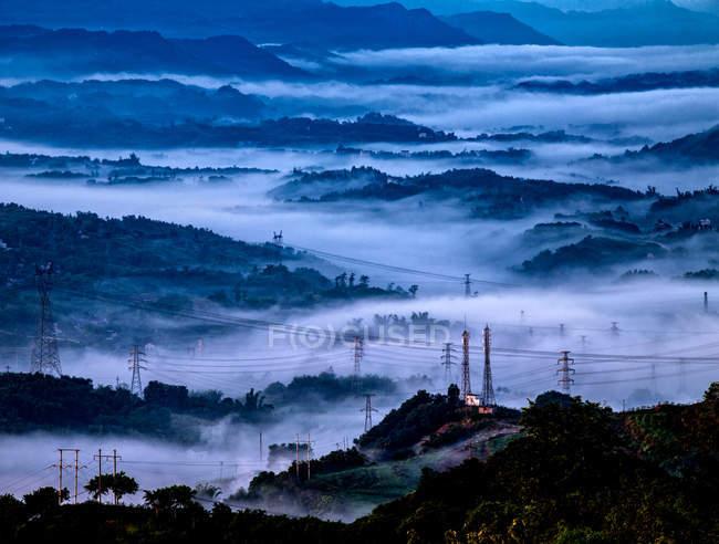 Схід сонця в горах району Цзянцзінь (Чунцін, Китай). — стокове фото