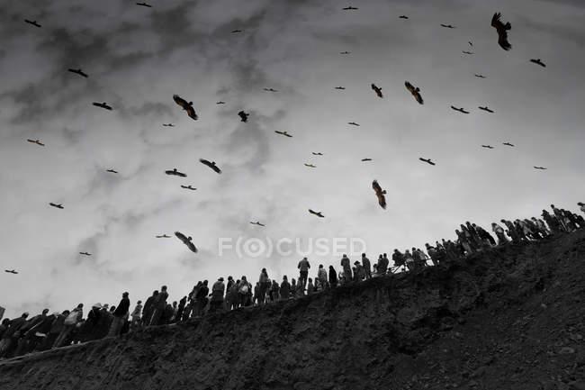 Похороны под открытым небом в округе Седа, провинция Сычуань, Китай — стоковое фото