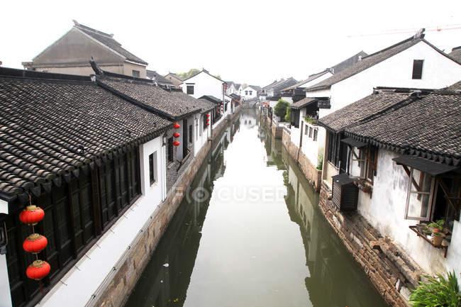 Magnifique Grand Canal et architecture chinoise à Suzhou, province du Jiangsu, Chine — Photo de stock