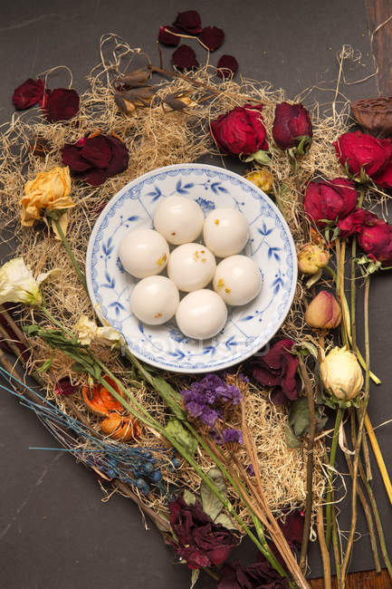 Top view of Glutinous Rice Balls for Lantern Festival and dried flowers on wooden table — Stockfoto