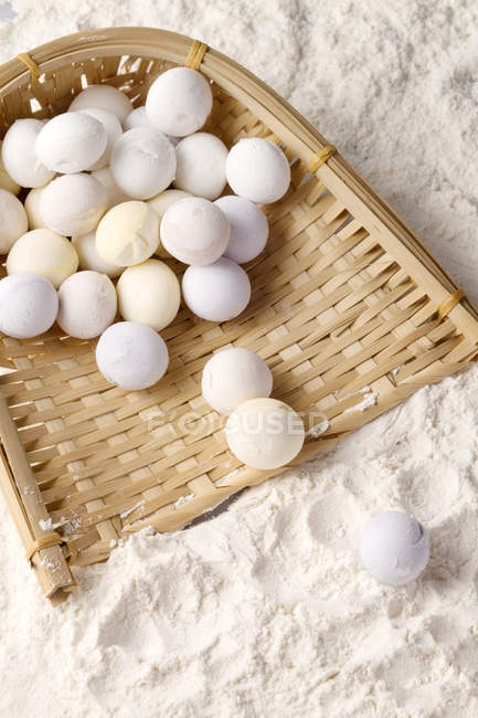 Top view of Glutinous Rice Balls for Lantern Festival in flour — Stockfoto