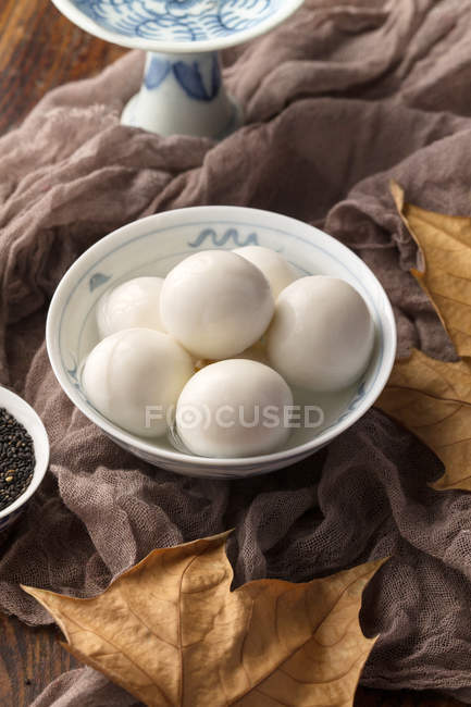 Close-up view of bowl with Glutinous Rice Balls for Lantern Festival — Stockfoto