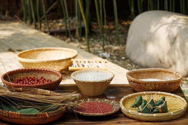 Nahaufnahme der Zutaten für traditionellen chinesischen Milchreis — Stockfoto