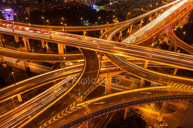 Vista notturna del cavalcavia di Yanan Road a Shanghai — Foto stock