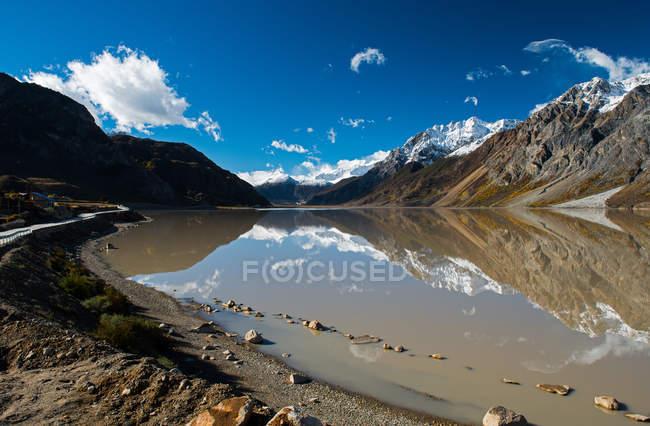 Beautiful landscape with scenic Laigu glacier in Tibet — Stock Photo