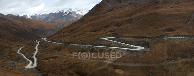 Tibetan highway in Western Sichuan Province in China — Stock Photo