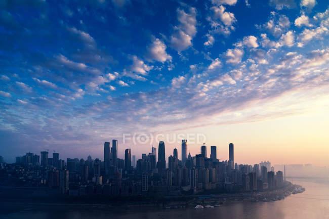 Paisaje urbano de la ciudad de Chongqing, China - foto de stock