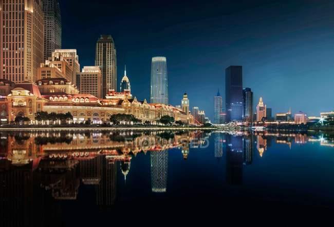 Vue nocturne de la ville de Tianjin, Chine — Photo de stock