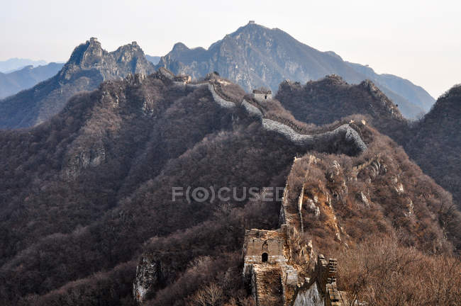 Scenic view of famous ancient Great Wall in autumn — Stock Photo