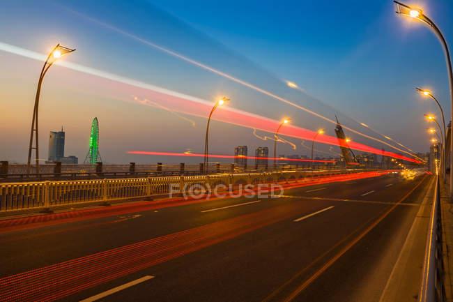 Нічний погляд у міста усі, провінція Цзянсу, Китай — стокове фото