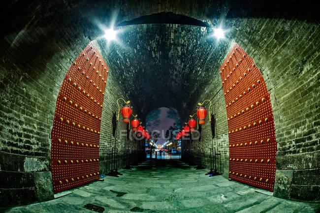 Vue de nuit de l'ancienne ville de Xian, province du Shaanxi, Chine — Photo de stock
