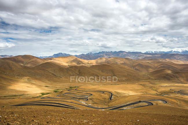 Красивый пейзаж с горами, Тибет Shigatse — стоковое фото