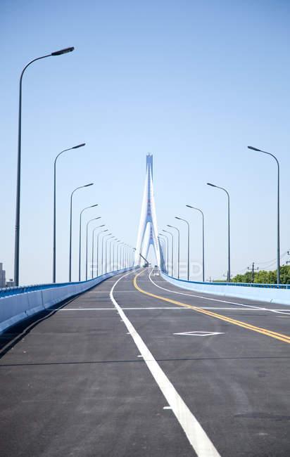 Город Чжэцзян провинции Чжоушань, мост Пуси в дневное время — стоковое фото
