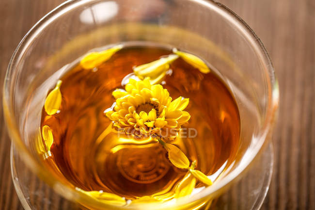 Close-up view of healthy organic herbal tea in cup on table — Stock Photo