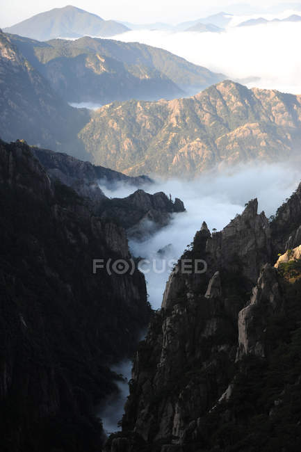 Amazing landscape with scenic Mount Huangshan, anhui province, china — Stock Photo