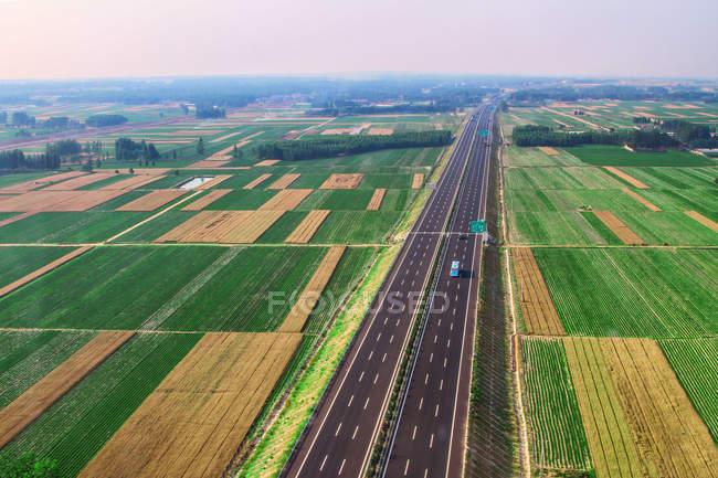 Вид на автомагістраль в провінції Шаньдун, місто Юсіань Сяжхуан — стокове фото