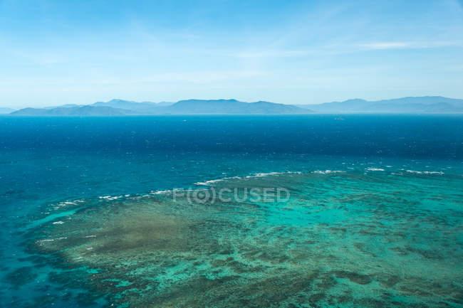 Чудовий вид на дивовижний Великий Бар'єрний риф, Австралія — стокове фото