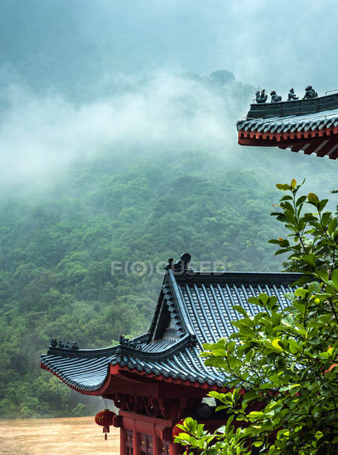 Храм в провінції Гуандун, місто Цин'юань, Фейіасія літаючий храмовий ландшафт — стокове фото
